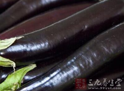茄子的细胞间隙较大,本身的性质也让它更加吸油