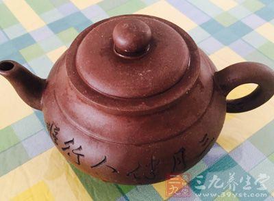 紫砂用具历来都是以茶相伴而生的