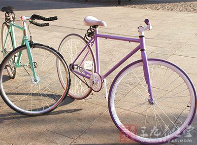 当你骑自行车时,可以起到按摩穴位的作用