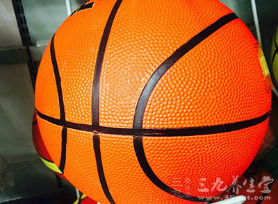 打篮球可以让我们锻炼身体