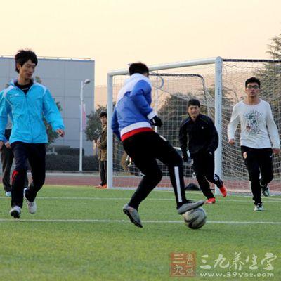 足球技巧 踢足球的技巧都有哪些图片