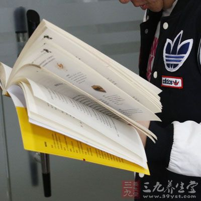 聪明的人都出门玩耍了,丑的人还在看书