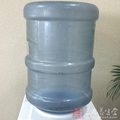 """饮用水水桶同样具有""""保质期"""""""