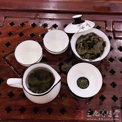 埃及人待客,常端上一杯热茶,里面放许多白糖