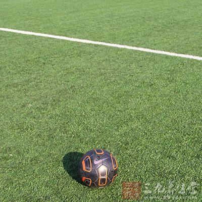 怎么踢足球 足球规则技巧大盘点
