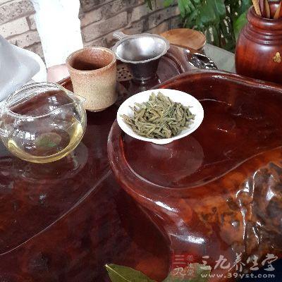 泡茶的水温对普洱茶汤的香气、滋味都有很大影响