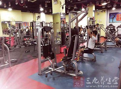 办完健身卡以后您就可以享受健身俱乐部的一切服务