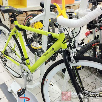 有氧器械主要是跑步机、椭圆机、台阶器、功率自行车