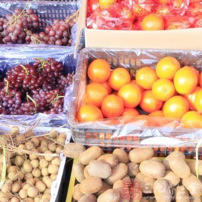 一大年夜盘蔬菜和水果