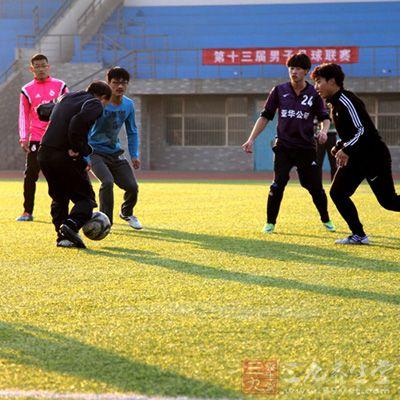 足球术语 足球战术用语名词的解释(2) - 三九养
