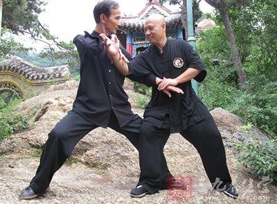 中国武术 浅析中国武术的贴身摔法