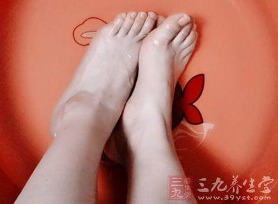 由于足部是处于远离心脏的部位