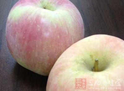 苹果1个,香瓜半个,枇杷2个