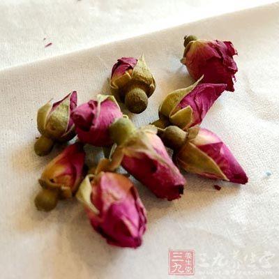 玫瑰茶有活血化瘀的功效,而且还有舒缓情绪的作用