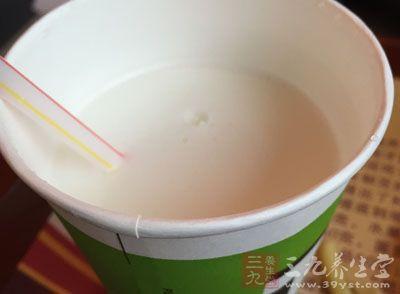牛奶中几乎含所有已知的维生素