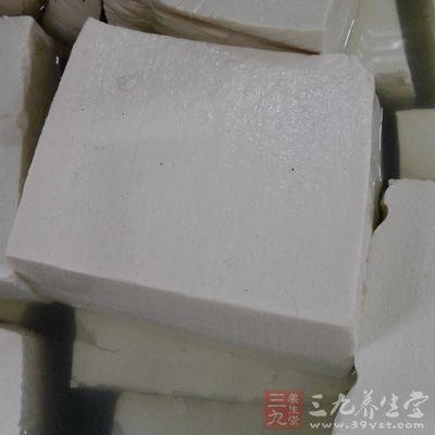 材料:豆腐300克