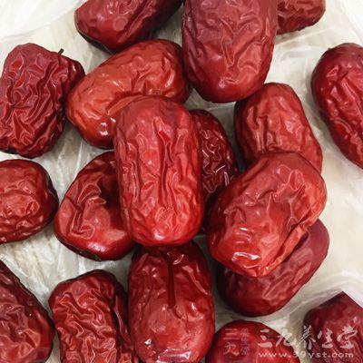 材料:红枣15枚,白木耳15克