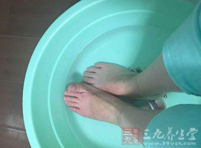 混入温水用足浴盆浸泡双足30分钟