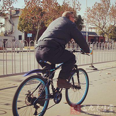 骑车锻炼时不要选择市区马路作为锻炼地点
