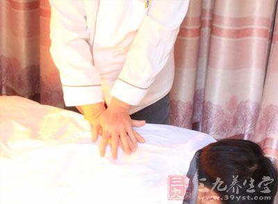 掌摩法:以掌置于腹部,做环形而有节律抚摩