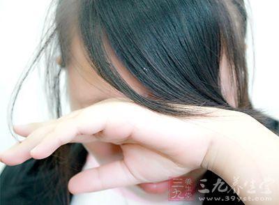 女性绝经期前发病率低于男性