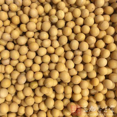 黄豆洗净,先泡一晚或8小时以上备用