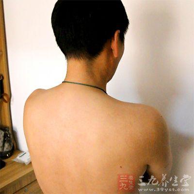 使用时要按照经络走向摆放在患者背部督脉上
