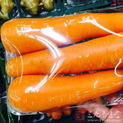 将胡萝卜切成碎末可以使营养元素和食材融合的更加充分