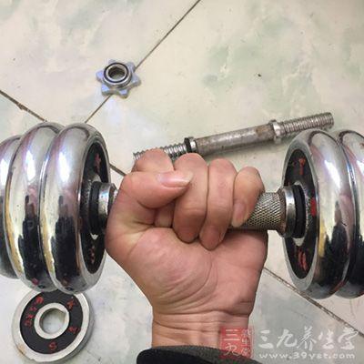 哑铃健身 练哑铃的健身要领有哪些(3)