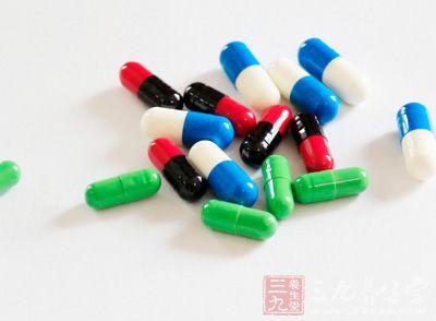 适当应用镇静剂或抗组织胺类药物