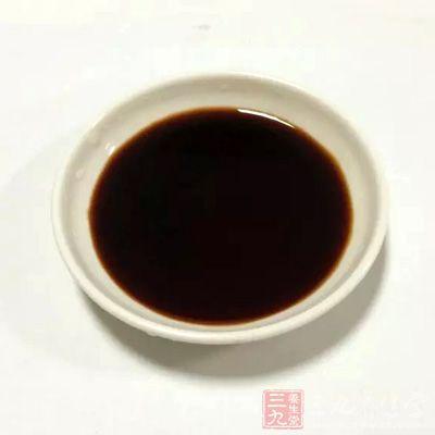 食醋中含有醋酸等多种成分,具有一定的杀菌能力