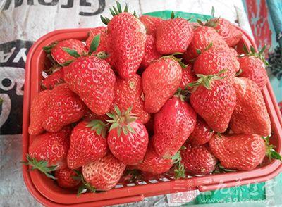 干咳吃什么好的快 九款草莓食疗方功效多