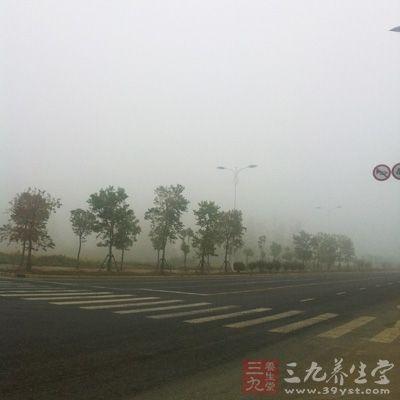 大气污染的类型很多,已经发现有危害的达100多种