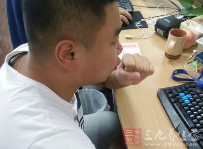 长期咳嗽怎么办 治疗男人咳嗽有绝招
