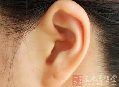 耳朵也会随着年龄的增长而继续长大