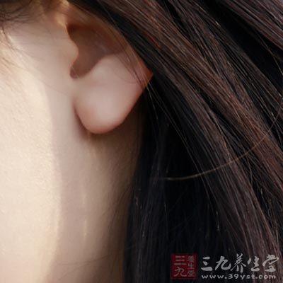 耳垂处的穴位可针对于头、眼、牙等