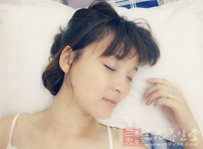 早睡早起 夏至睡眠不足易致头痛
