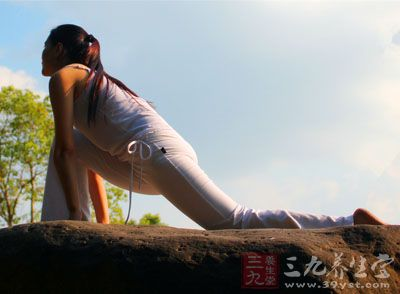 集中锻炼腰部两侧的肌肉,可以起到瘦腰的作用