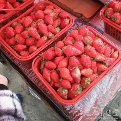 吃草莓能够很好的保护视力