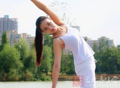 瑜伽其实是现在一种很流行的养生运动