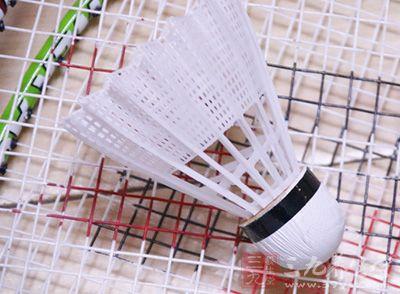 教你熟练掌握羽毛球比赛的规则