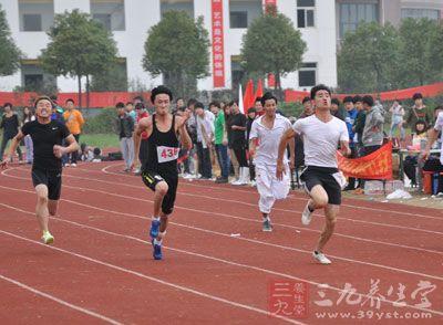 慢跑也是一项有益健康的运动,它不仅对于改善心肺功能、降低血脂