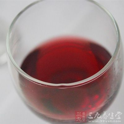 红酒是女人必备的美容圣品