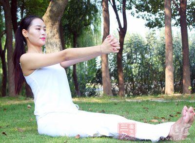 保持姿势10个呼吸左右,放下手后,换个方向再次练习