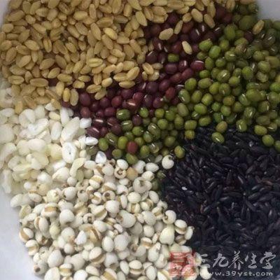 五谷杂粮中含有的植酸会和蔬菜中的草酸一样