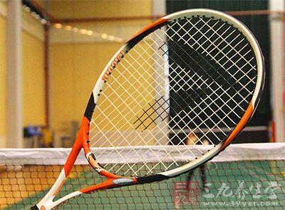网球运动员的姿态包括姿势、态度和气度