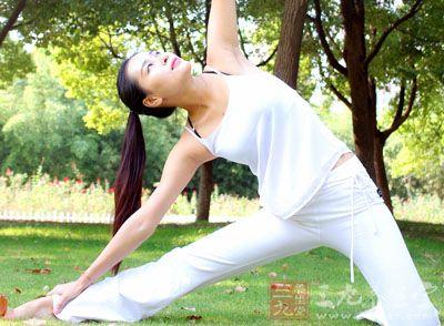 七日速效瘦身瑜伽 七天让你的改变惊艳四座