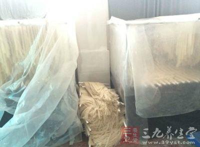 进贤县无证黑作坊生产米粉令人忧
