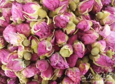 茶叶10克,玫瑰花3克,薄荷、菊花各5克