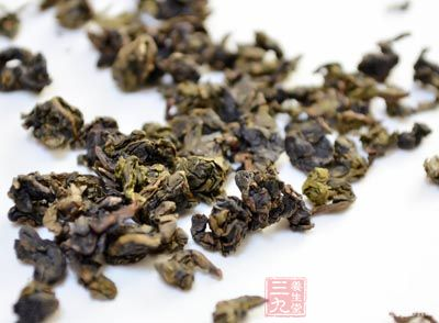 茶叶10克,辛夷花、川芎各5克,薄荷3克